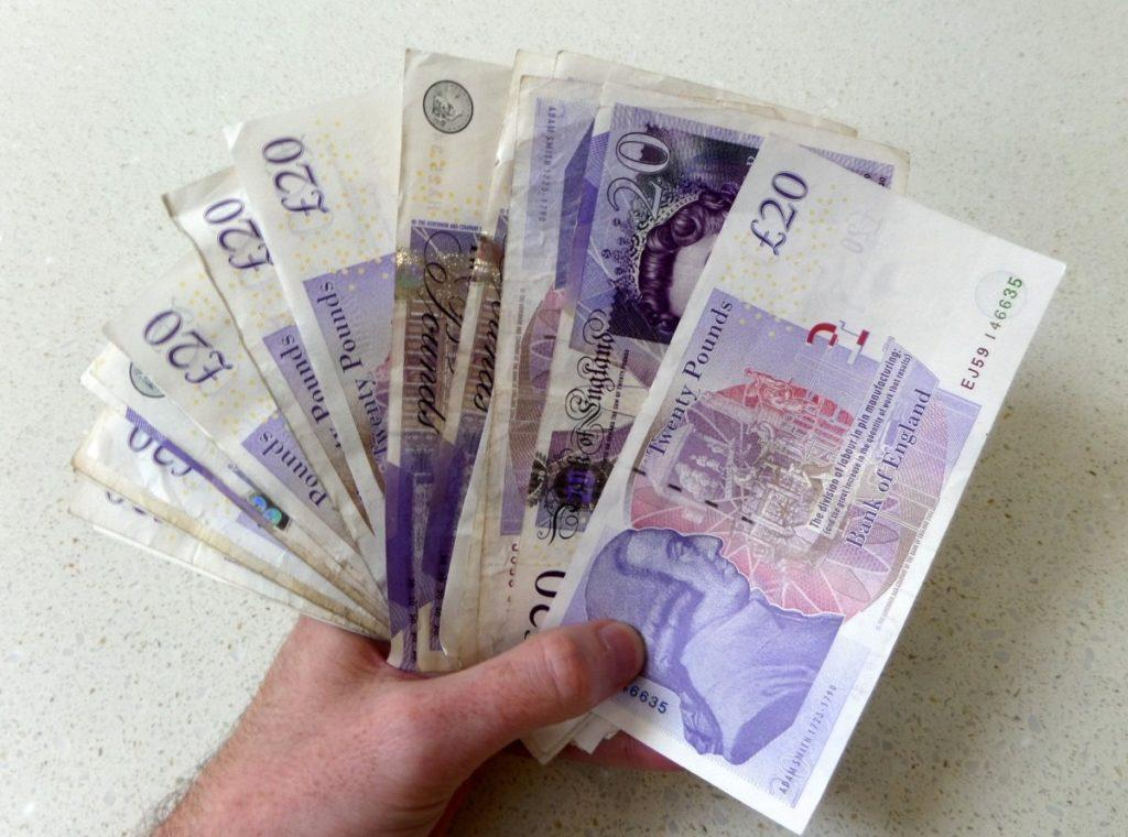 зарплаты в англии