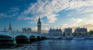 средняя зарплата в лондоне